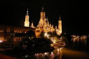 Basilika El Pilar, Zaragoza, bei Nacht