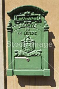 italienischer grüner Blech-Briefkasten