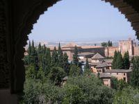 Blick durch Torbogen auf Landschaft (Andalusien?)