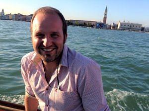 Porträtaufnahme von Dr. Robert Hesselbach